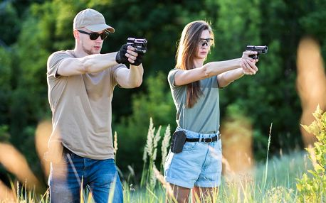 Střelecké balíčky pro 2 osoby až s 21 zbraněmi