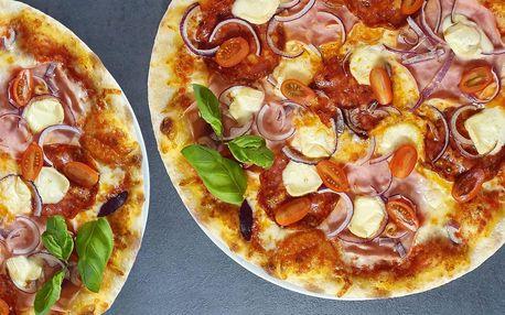 Dvě pizzy o průměru 35 cm z italských surovin