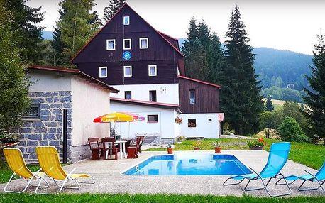 Léto v Krkonoších: polopenze a bazén