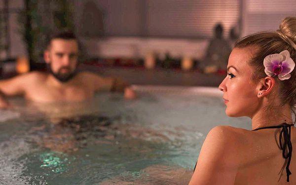 Romantika v privátní vířivce a sauně i lahev sektu