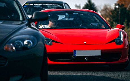 Přidejte plyn: Žihadla Ferrari, Lamborghini i Porsche