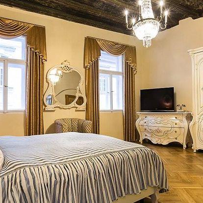 Středověký hotel v centru Prahy i show s hostinou