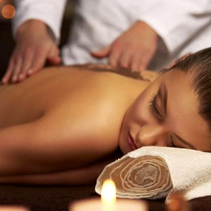 Královský 3hodinový relax: peeling, masáž a zábal