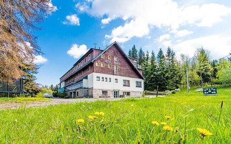 Jizerské hory uprostřed krásné přírody: Parádní dovolená v Hotelu Maxov *** s polopenzí a vstupem do sauny