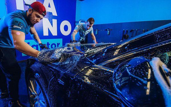 Ruční mytí auta, čištění interiéru i dezinfekce