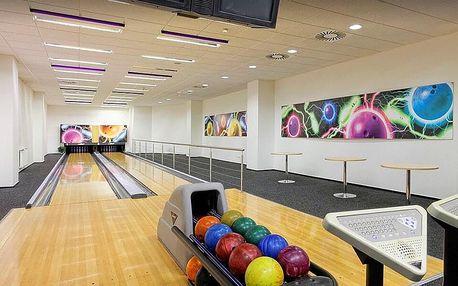 Hodina bowlingu v centru Éčko až pro 6 osob
