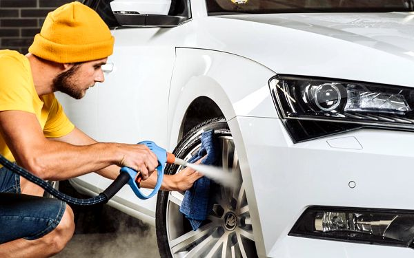 Detailní mytí vozu za pomoci parní technologie
