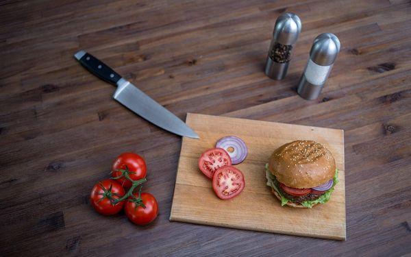 Bouda burger, hranolky, dip a nápoj pro 1 osobu2