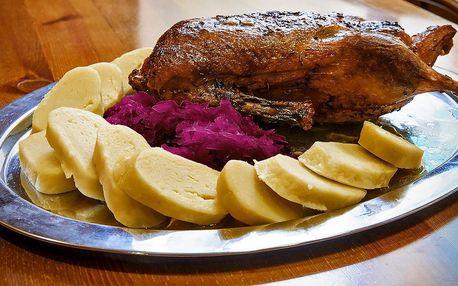 Pečená kachna na medu a víně včetně zelí i knedlíků