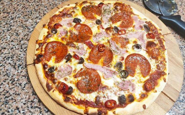 1× pizza (ø 32 cm) podle výběru2