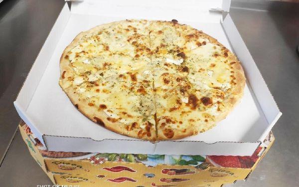 1× pizza (ø 32 cm) podle výběru3
