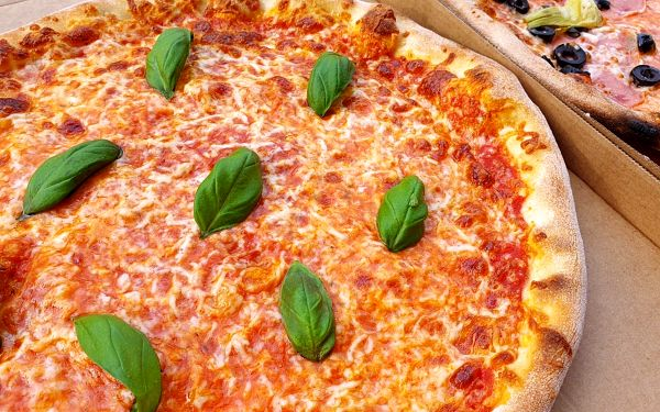 1x pizza dle výběru (osobní odběr pobočka Kuřim)2