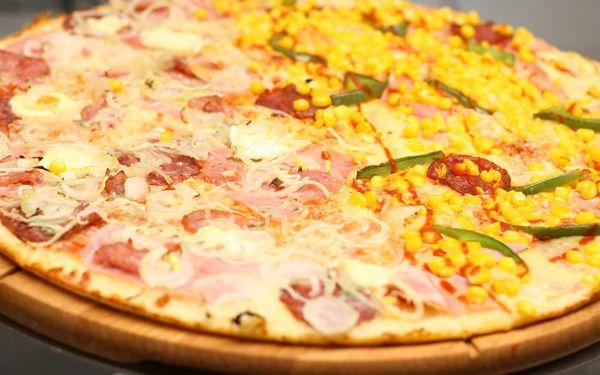 1x Chacharova pizza (⌀ 32 cm) podle výběru4