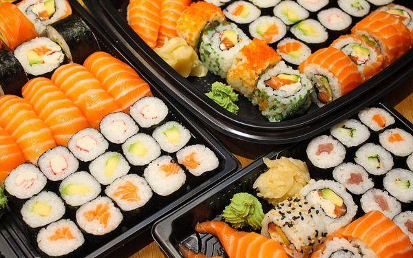 Set 18, 28, 30 nebo 34 ks sushi s rybami i zeleninou