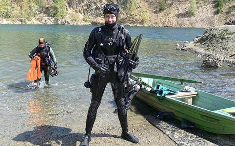 Potápěčem na zkoušku v lomu: 2 ponory i výstroj
