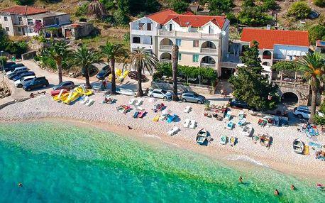 Chorvatsko: pobyt s polopenzí přímo u oblázkové pláže