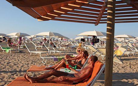 San Marino a koupání na pláži v Rimini