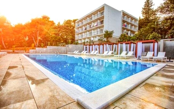 Chorvatsko: Ostrov Hvar přímo na pláži v 4* Labranda Senses Resortu s all inclusive + animace, bazén i lehátka