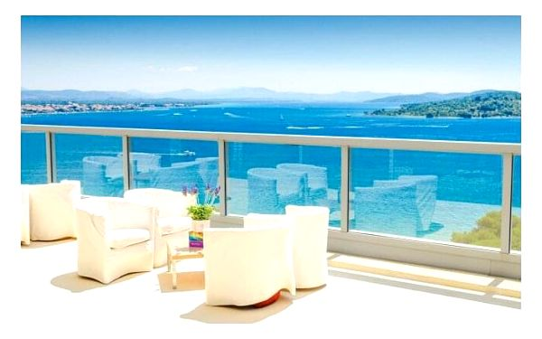 Chorvatsko: Vodice jen 30 m od moře v Hotelu Punta **** s plnou penzí, nápoji, bazénem a animačním programem