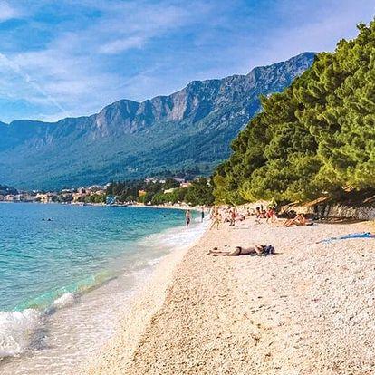 Léto v Gradacu: hotel 150 m od pláže, polopenze