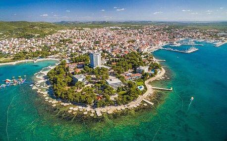 Chorvatsko: Vodice přímo na pláži v Hotelu Villa Arausana & Antonina **** s bazénem, lehátky a polopenzí