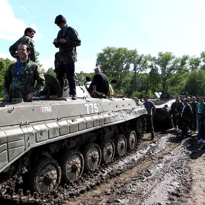 Jízda v BMP a střelba z AK-47 nedaleko Prahy