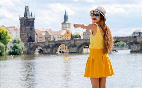 Za památkami Prahy s obědem a plavbou lodí