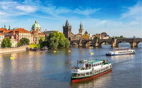 Hodinová plavba Prahou po řece Vltavě