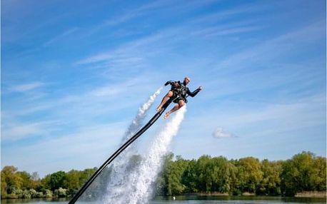 Adrenalinový zážitek s vodním jetpackem poblíž Prahy