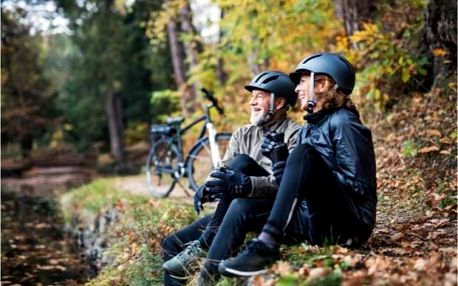 Výlet na horských kolech z Prahy a koupání v jezeře