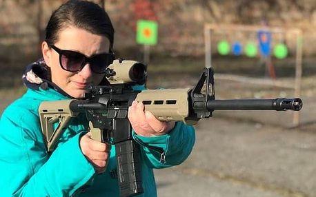 Zážitková střelba poblíž Kolína - holky na střelnici
