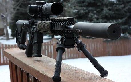 Střelba z AK-47 a odstřelovací pušky