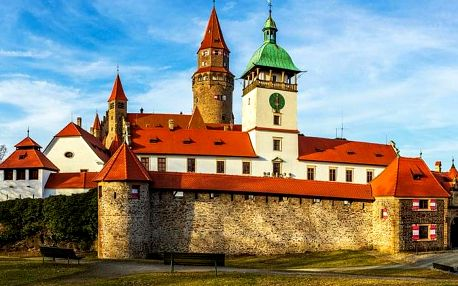 Hrad Bouzov a jeskyně v Javoříčku z Olomouce