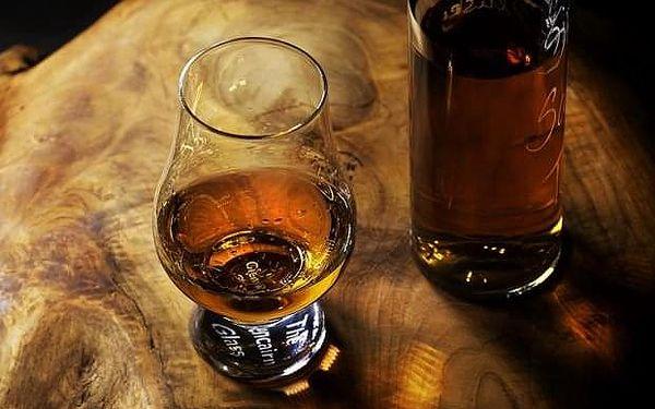 Ochutnávka rumu, whiskey a doutníků v pražských klubech