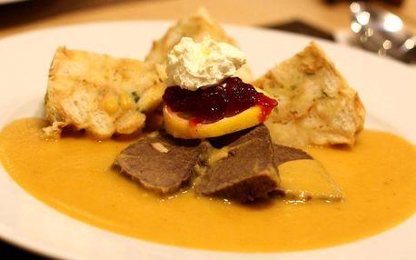 Klasické české jídlo s limonádou a dezertem