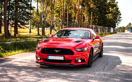 Zkroťte 900 koní: jízda v nadupaném Fordu Mustang GT