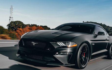 Spolujezdcem i řidičem ve Fordu Mustang vč. paliva