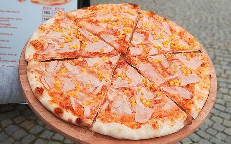 Pravá domácí italská pizza k odnosu s sebou