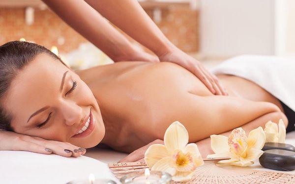 Hýčkající masáž podle výběru: 60 či 90 minut