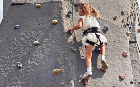 Šplh po venkovní lezecké stěně pro 1 i 2 horolezce
