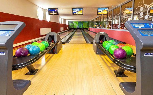 110 min. bowlingu pro 4–6 osob a 1 kg kuřecích tortill a přílohy4