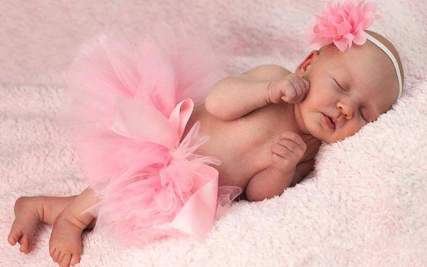 Novorozenecké nebo těhotenské focení v ateliéru