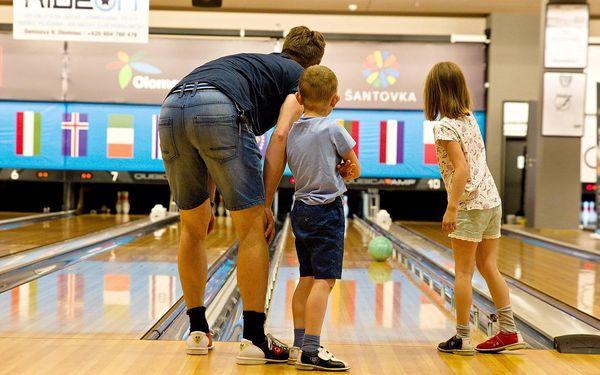 Metr dlouhá pizza a bowling v moderním centru