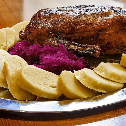 Pečená kachna včetně zelí, knedlíků a dezertu