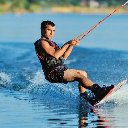 Wakeboarding, wakeskate nebo vodní lyže na Lipně