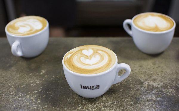 Kurz přípravy kávy a 1x 250 g zrnkové kávy Laura s sebou5
