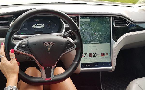 20 minut – spolujízda v elektromobilu Tesla Model S5