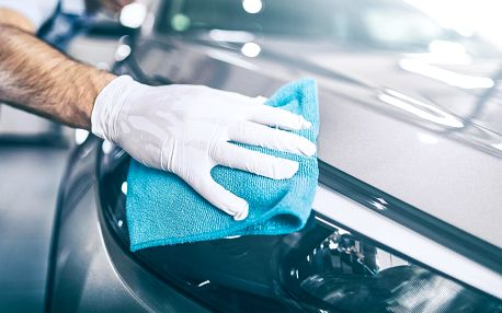 Pečlivé ruční mytí vašeho vozidla vč. podvozku