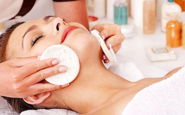 Kosmetické ošetření pleti s alginátovou maskou