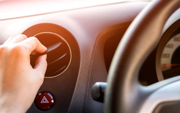 Plnění a čištění klimatizace vašeho automobilu
